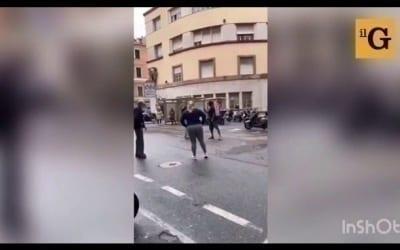 Italie : Un Sénégalais pète les plombs en pleine rue et se bagarre avec un vieux