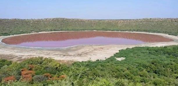 L'eau d'un lac devient rose sans qu'on sache très bien pourquoi