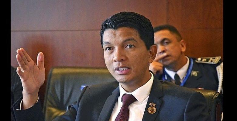 Madagascar : Rajoelina présente des gélules contre la Covid-19