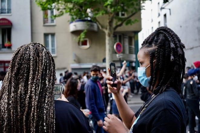 Les influenceurs français commencent seulement à parler des violences policières