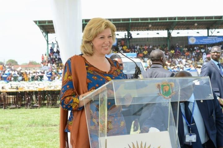 MME DOMINIQUE OUATTARA (PRSIDENTE DE CHILDREN OF AFRICA) AUX FEMMES DU DENGUEL : VOTRE COURAGE ET VOTRE DYNAMISME SONT EXEMPLAIRES