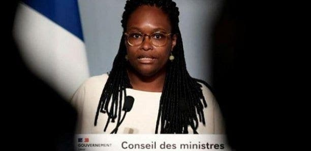 Macron dénonce le racisme dans la police tout en refusant l'amalgame, dit Ndiaye