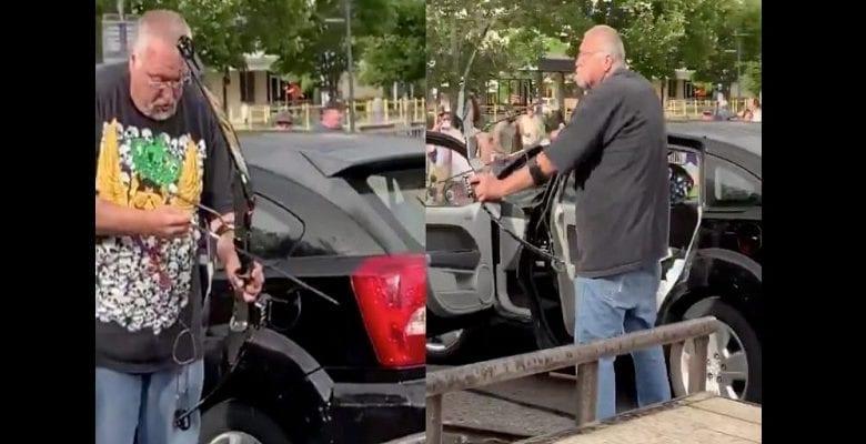 Meurtre de George Floyd : un Blanc vise les manifestants avec un arc de chasse…Il se fait tabasser-(vidéo)