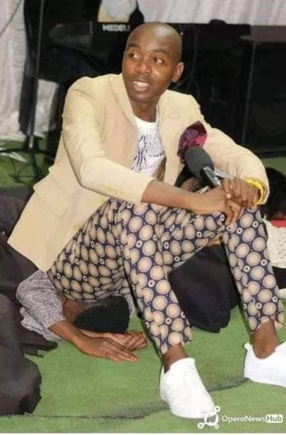 Afrique du Sud : un pasteur prétend guérir les gens en leur pétant en plein visage