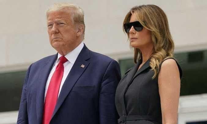 """""""Souris, sil te plait"""": Quand Trump gêné supplie Mélania de sourire à la caméra- Vidéo"""
