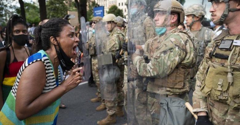 """USA: Comme Floyd, une autre Afro-américaine interpellée avec un """"genou sur le cou""""-Vidéo"""