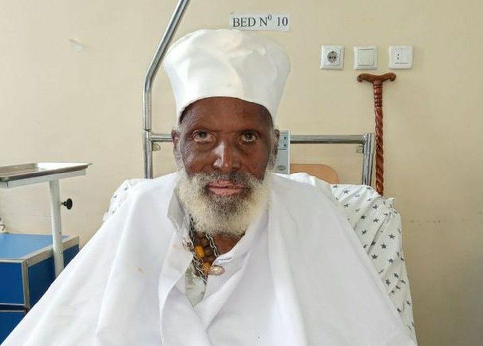 Ce vieil homme de plus de 100 ans est guéri de la Covid-19