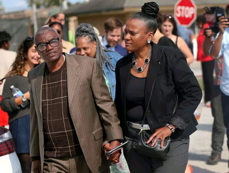 Un afro-américain libéré après avoir purgé à tort une peine de 45 ans pour viol