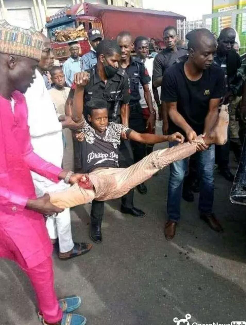 Nigéria : un jeune musulman se brise la jambe en voulant prendre un selfie sur un pont