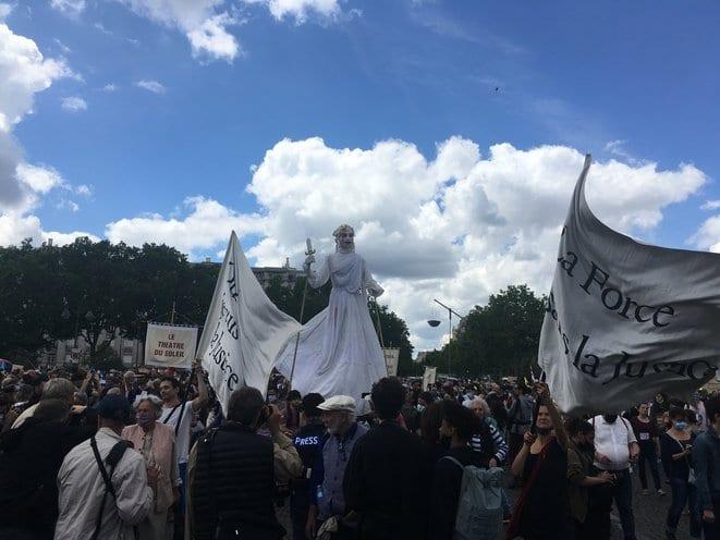 Pour l'hôpital, des dizaines de milliers de manifestants et des violences
