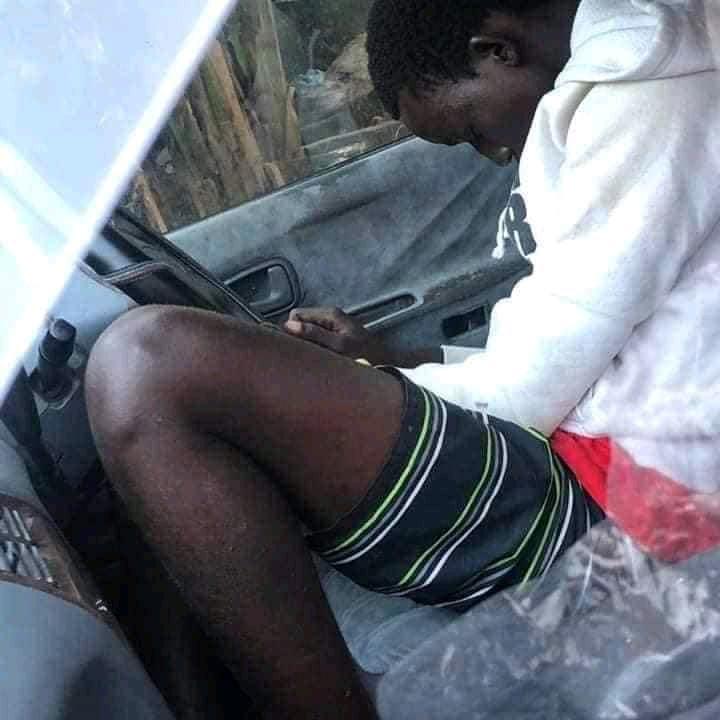 Un voleur s'oublie et dort dans voiture de l'homme qu'il venait de cambrioler