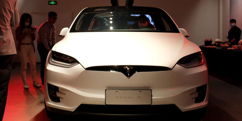 « CECI N'EST PAS UN CONSTRUCTEUR AUTOMOBILE », Une Tesla Model X