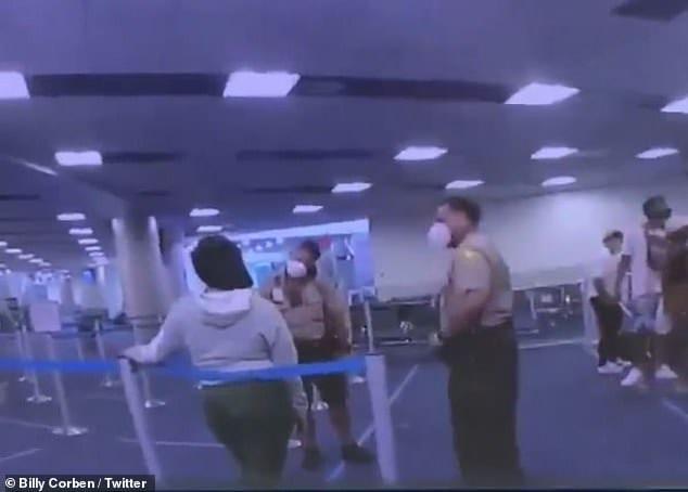 Un officier de Miami viré de l'armée pour avoir frappé une femme noire au visage