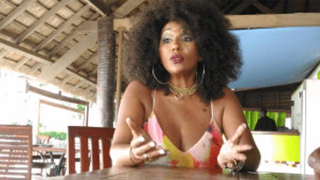 Comment Nayanka Bell arrive à rester toujours jeune et séduisante à 57 ans ?