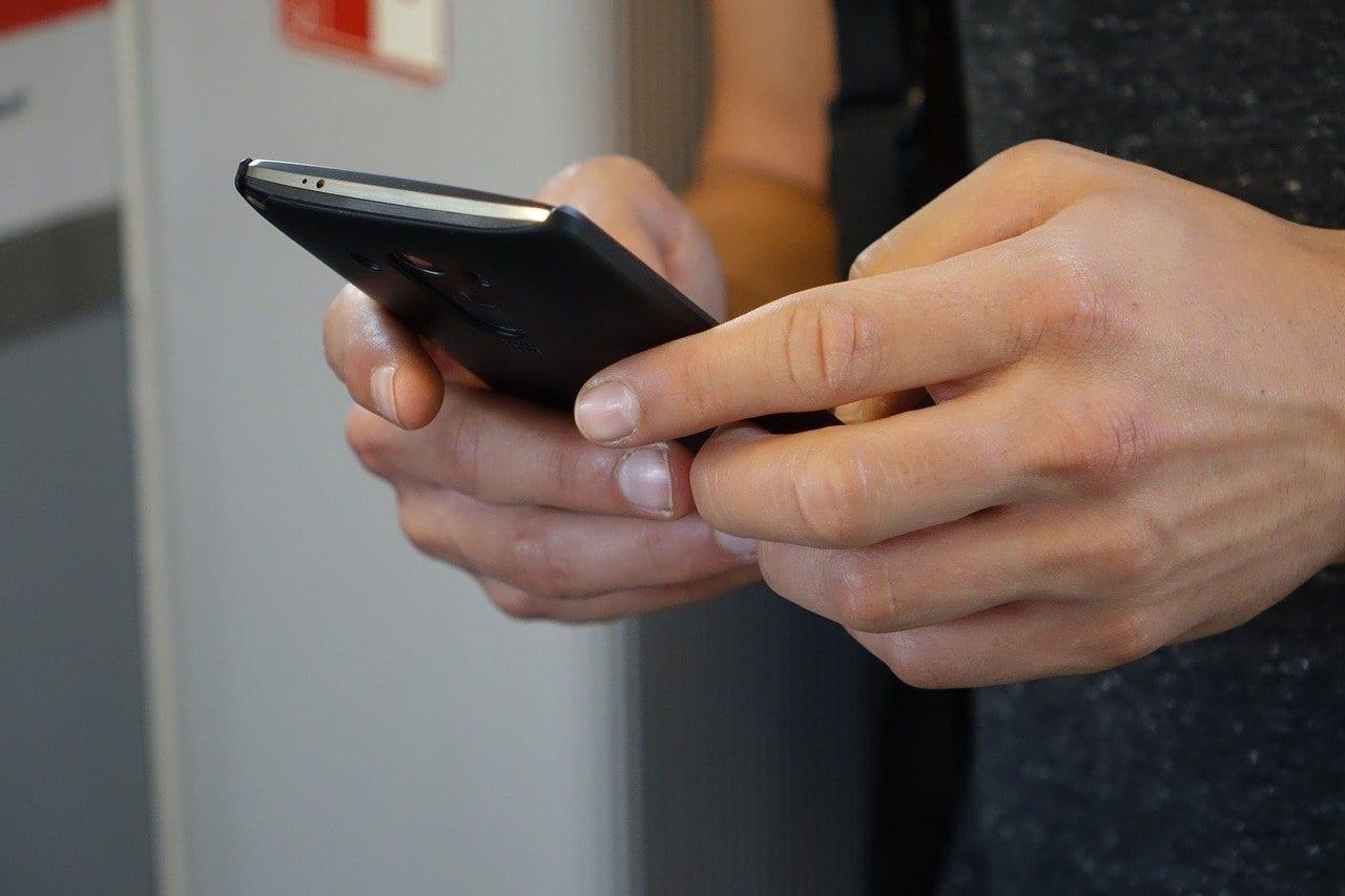 ATTENTION AUX SMS DE LIVRAISON DE COLIS, ILS PROPAGENT UN VIRUS !