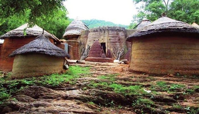 CETTE TRIBU AFRICAINE DU TOGO ET DU BÉNIN ÉTAIT EXPERTE EN AGRANDISSEMENT DU PÉNIS BIEN AVANT LA CHIRURGIE PLASTIQUE