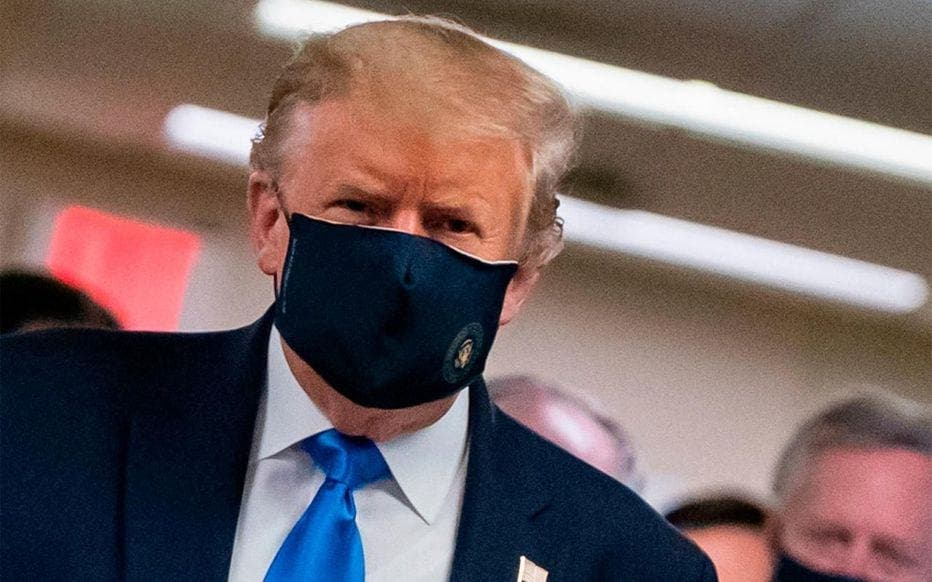 Donald Trump porte enfin son masque de protection en public