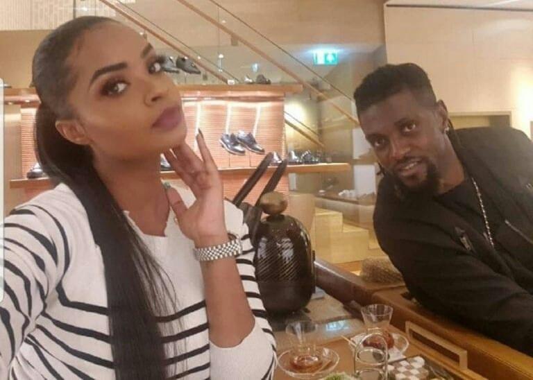 Emmanuel Adebayor affiche sa nouvelle petite amie après avoir rompu avec Dillish Mathews
