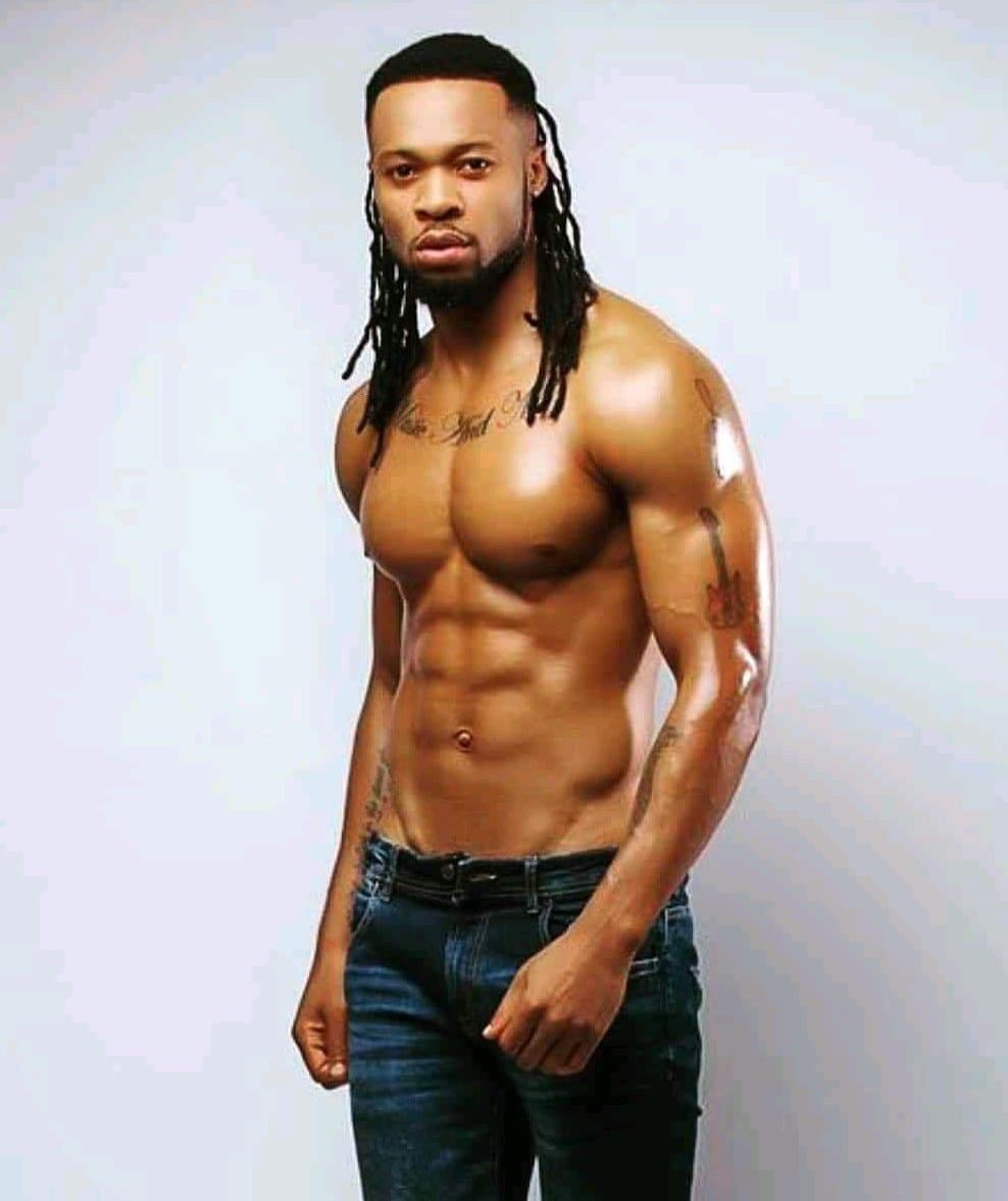 Le chanteur nigérian Flavour rend fou les internautes avec sa nouvelle coupe de cheveux