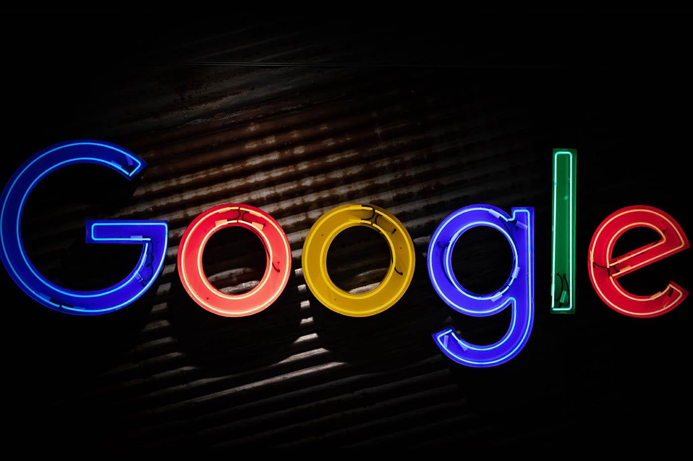 """Google/ L'histoire cachée derrière l'expression : """"qui a besoin d'aide ?"""""""
