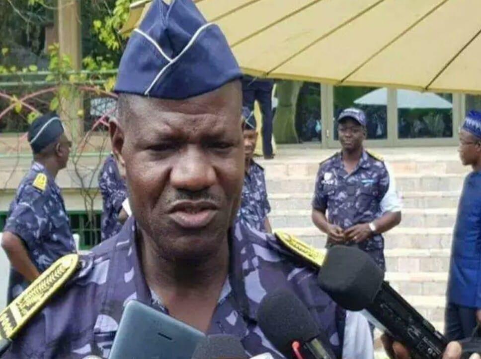 Togo : gare aux policiers qui utilisent leurs téléphones en faction
