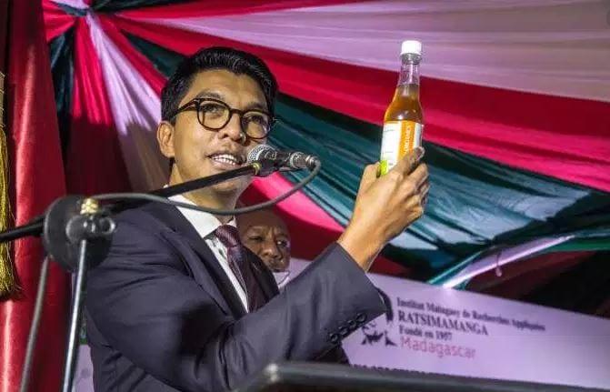 PREMIER PAYS À VANTER LES MÉRITES DE SON REMÈDE, LE MADAGASCAR NE TIENT PLUS DEBOUT !