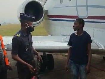 RDC : il s'est caché dans le réacteur d'un jet pour aller en France (vidéo)