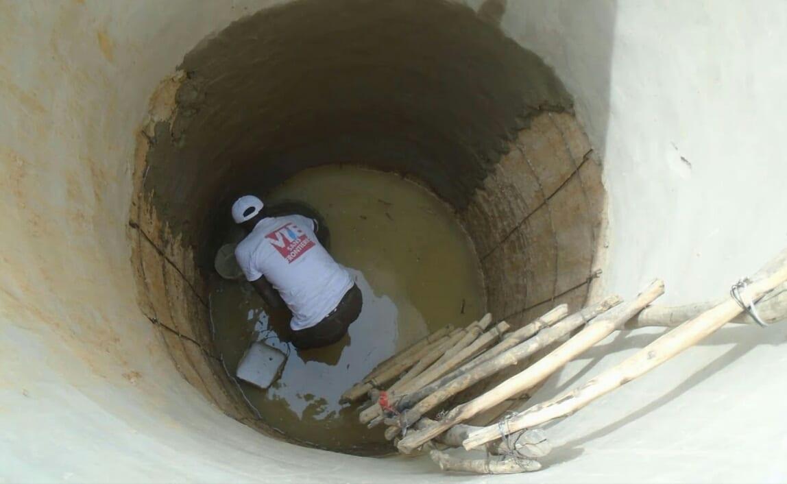 Sa femme l'a trompé, il se jette dans un puits
