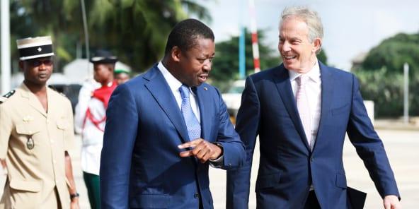 TONY BLAIR, L'HOMME QUI MURMURE À L'OREILLE DES PRÉSIDENTS AFRICAINS