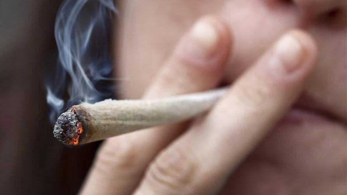 France: fumer un joint sera passible d'une amende de 200 euros à la rentrée