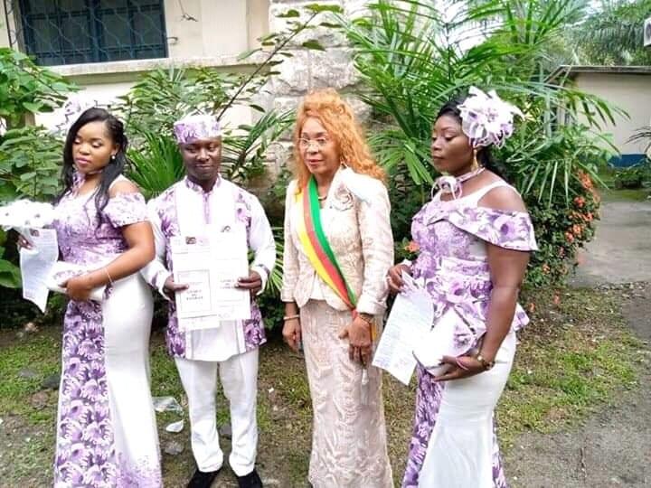 Cameroun : Un homme épouse légalement ses deux femmes