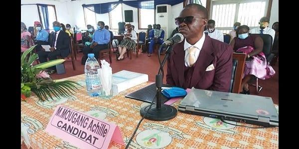 Cameroun: un non voyant soutient sa thèse de doctorat PhD.