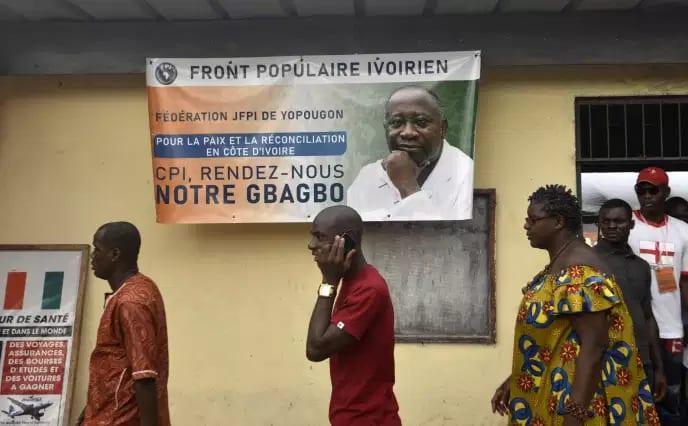 Dépôt de candidature ce jour du Président GBAGBO par ses camarades de lutte à la CEI.