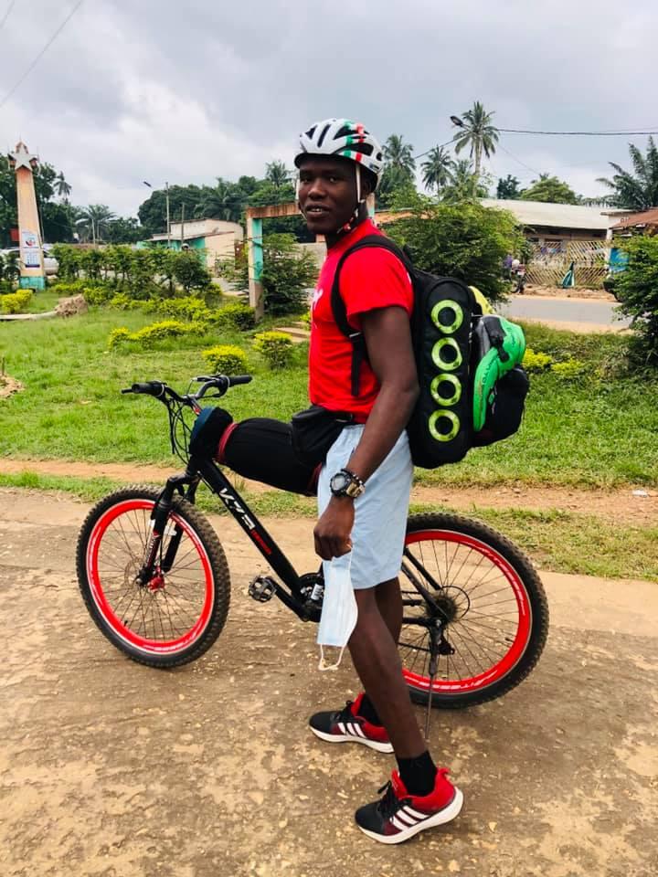 Fulbert EFFOE, l'homme qui fait le tour du Togo sur un vélo