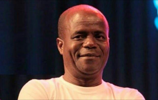 Le comédien Ivoirien Guehi Vêh vend des CD pour survivre