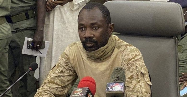 Mali : le colonel Assimi Goita s'autoproclame nouvel homme fort, l'opposition se rallie