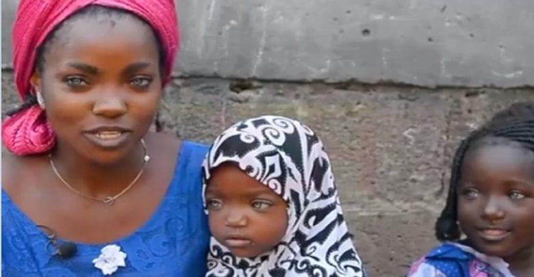 """«Mon mari a abandonné mes filles et moi parce que nous avons des yeux bleus"""", raconte une Nigériane"""