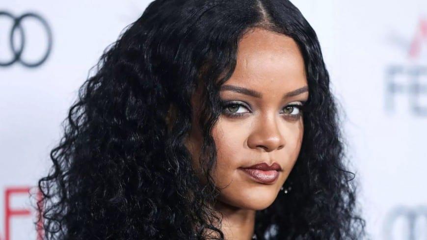Rihanna s'en prend à son sosie brésilienne qui fait le buzz