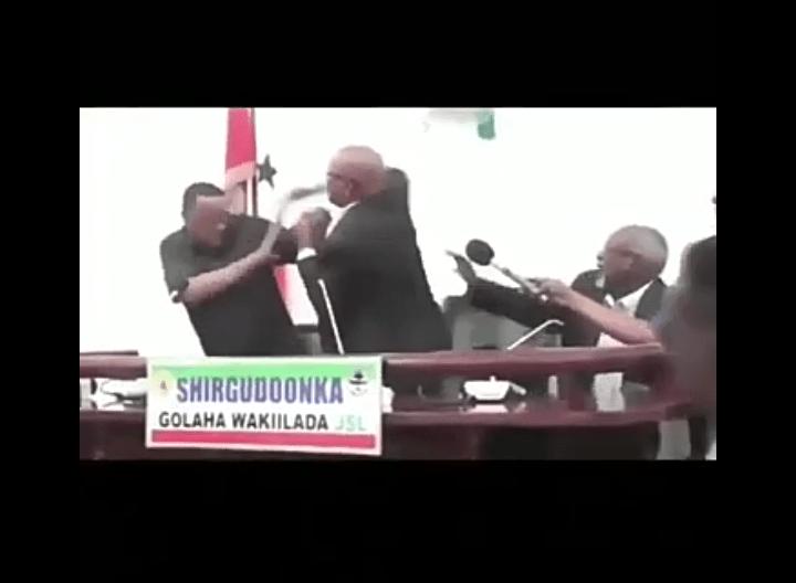 Somalie : Bagarre entre le président de la République et celui de l'Assemblée (vidéo)