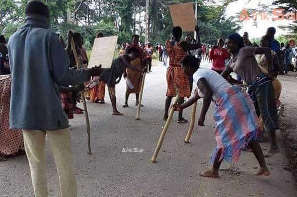 Candidature d'Alassane Ouattara: des femmes pratiquent la danse de la malédiction