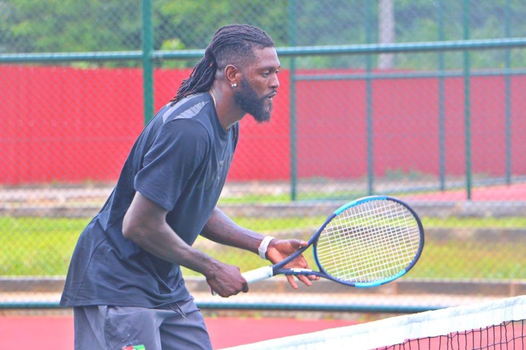 Emmanuel Adebayor désormais joueur de Tennis professionnel ?