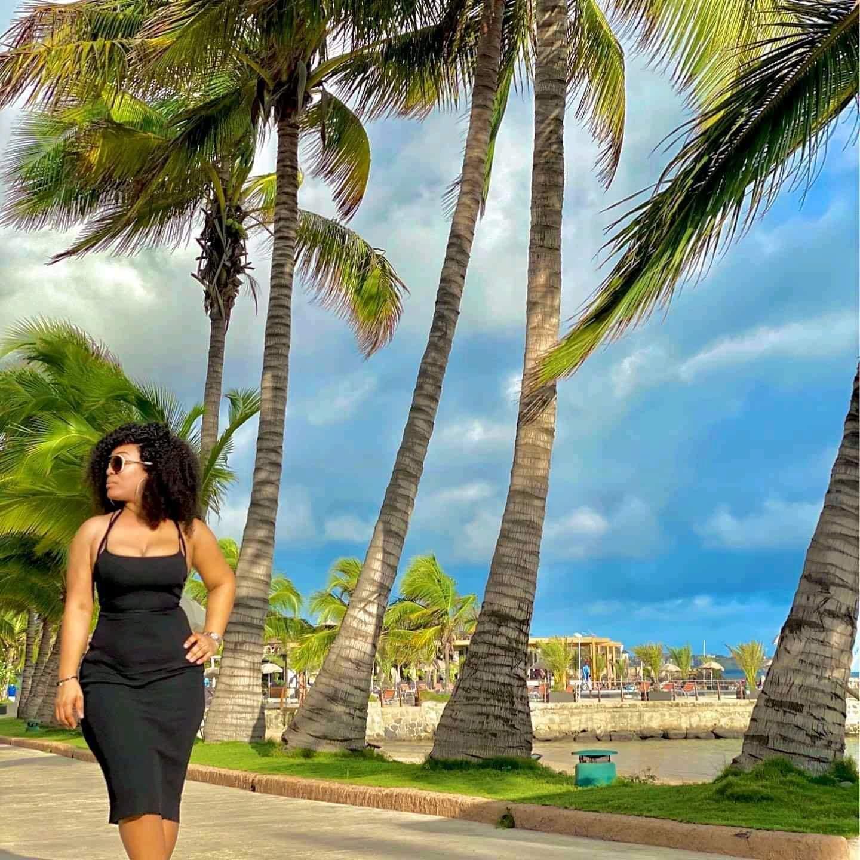 À la plage, Josey fait monter la pression avec ses rondeurs (Photos)