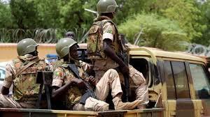 Point sur le Mali où une tentative de coup d'État est en cours (photos & images)