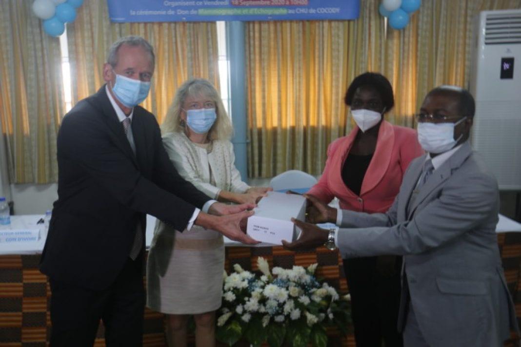 CHU de Cocody : le groupe Roche offre un mammographe et un échographe