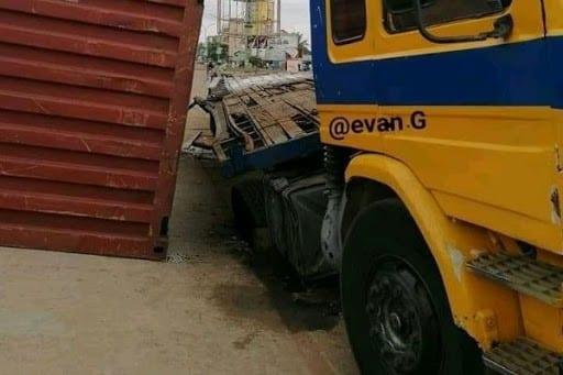 Insécurité à Lomé : un conteneur tombe encore d'un titan