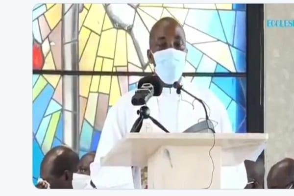 Cameroun : un prêtre s'écroule et meurt en plein culte (vidéo)