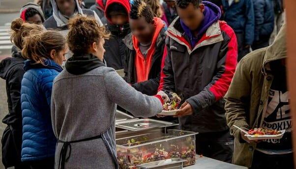 France : des associations interdites de distribuer des repas aux migrants