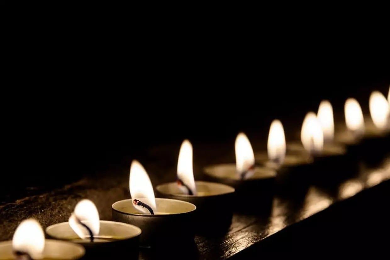 Hommage: Courage à toutes ces personnes qui ont perdu un être très cher.