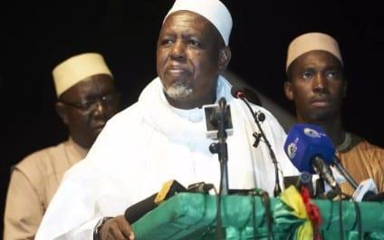 Mali : l'imam Mahmoud Dicko menace de redescendre dans la rue