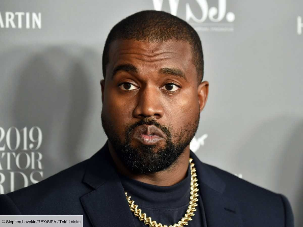 KANYE WEST  ET SE FILME EN TRAIN D'URINER SUR SON GRAMMY AWARDS